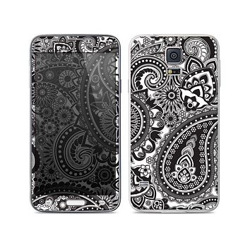 The Black and White Paisley Pattern V6 Skin For the Samsung Galaxy S5