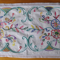 White hand embroidered table runner, vintage, floral multicolour Flowers Embroidery Serape Hand made White Table top, flowery dresser scarf