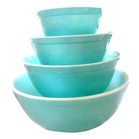 Vintage Pyrex Mixing & Nesting Bowl - A Full Set