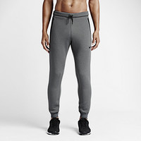 The Nike Therma-Sphere Max Men's Training Pants.