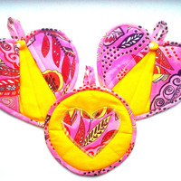 Kitchen Pot Holders - Heart Shaped Hot Pads, Multicolor Oven Mitts, Heat resistant Oven Gloves, Kitchen Decorating Ideas