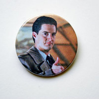 """Twin Peaks - Agent Cooper thumbs up 1x1.5"""" pinback button badge from Stickerama"""