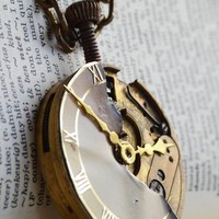 Clockwork necklace from Oasiaris - handcrafted jewelry