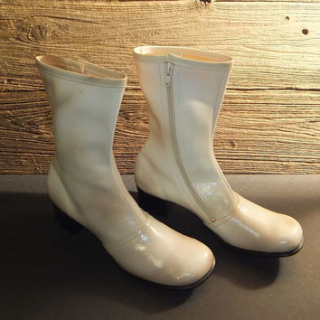 Vintage 60s GoGo Boots / White Patent Leather / HIppie / Mod / Beatnik / 70s Ankle High / Size 8