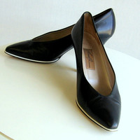 1980's Navy Blue Designer High Heeled Pumps With White Trim Women's size 7.5 Amalfi