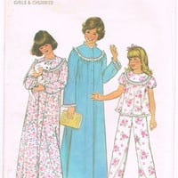 Simplicity 8127 - Vintage 1970s Sewing Pattern - Girls' Nightgown, Pajamas And Robe