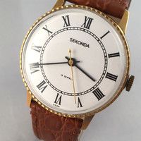 """Vintage men's """"Seconda"""" wirstwatch. Lovely white dial with roman numerals, perfect condition! Great gift for him!"""