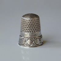Antique STERLING Silver THIMBLE Engraved Floral Scrollwork Crescent MOON Phase Size 7, Victorian Sewing Thimbles c.1900's