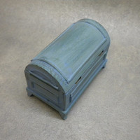 Dollhouse Furniture - Trunk, Chest - Cottage / Shabby Chic
