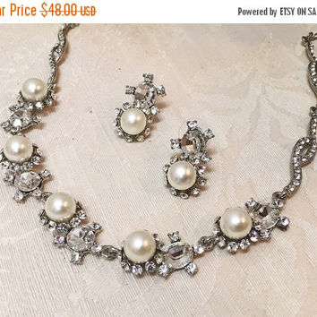 Bridal jewelry, Bridal Pearl back drop necklace and earrings, Modern vintage inspired bridal statement jewelry set, bridesmaid jewelry