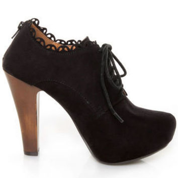 Qupid Puffin 34 Black Suede Lace-Up Ankle Booties