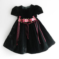 Flower Girl Dress Black Velvet Girl Dress with Ribbons and Bows and Scalloped Collar Bonnie Jean Dresses Size Five Dark Green Party Dress