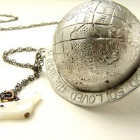 $24.50 Vintage Globe Necklace Earth and dove necklace by soradesigns