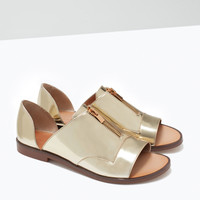 Shiny sandals with back heel