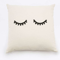 Coussin motif cil - Urban Outfitters