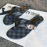 Louis Vuitton LV fashion plaid pattern ladies flat heel sandals soft sole flip flops slippers men