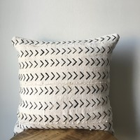 SMALL ARROW MUDCLOTH Pillow Cover