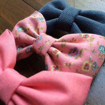 Coral, new pink floral, and textured blue hair bows from Seaside Sparrow. These hair bows make a perfect gift for her.