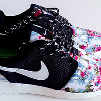 n077 - Nike Roshe Run (Floral Prints Mesh Black/White)
