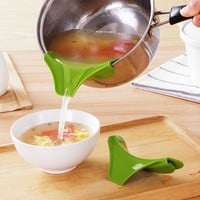 Anti-spill Kitchen Funnel Gadget Silicone Slip On Pour Spout On Single Free for Pots Pans and Bowls and Jars Kitchen Tool