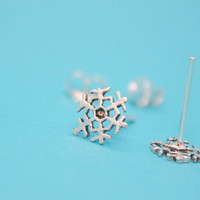 Sterling Silver Snowflake Stud Earrings, tiny stud earrings, snowflake jewelry, Christmas earrings, Winter Jewelry, minimalist jewelry, gift