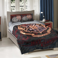 Warner Brothers Harry Potter School Motto Twin/Full Comforter with 2 Pillow Shams