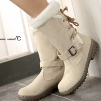 Hot style sells warm mid-leg boots and lace-ups at the back