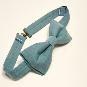 Chambray Bow Tie • Pre-Tied Bow Tie • Blue Bow Tie • Blue Chambray Tie • Wedding Bow Tie • Denim Bowtie • Gifts For Guys • Spring Fashion