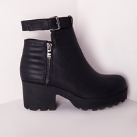 SAM QUILTED DETAIL BUCKLE ANKLE STRAP BOOTS