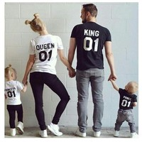 2017 Summer Family Matching Outfits Short-sleeved T-shirt Family Look mother daughter clothes father Son baby kids King Queen