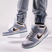 Sean Cliver x Nike SB Dunk Low-Top skateboard shoes