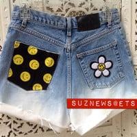 Smiley Face Daisy HIgh Waisted Shorts 90's Dip Dyed Ombre Waist 28 Flower Power //SUZNEWS ETSY STORE//