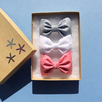 Anchor and white lace hair bows from Seaside Sparrow. Love this anchor fabric.