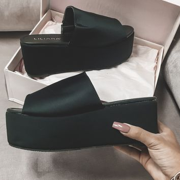 Pick Me Up 90's Black Platform Sandal