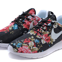 Nike Roshe Run (Floral Print Garden Black/Red)