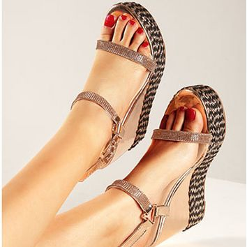 New versatile one-button wedge sandals with rounded heads shoes