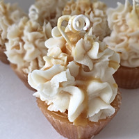 Cupcake Candles in Caramel Apple Crunch Scent
