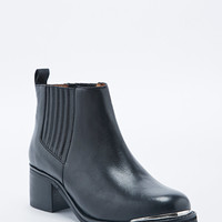 Deena & Ozzy Samba Heel Chelsea Boots in Black - Urban Outfitters