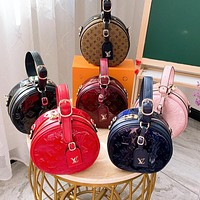 LV Louis vuitton fashion's new solid-color retro patent leather embossed round handbag has a diagonal span