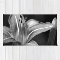 Throw Rug Area Rug Day Lily Black & White (+ Shower Curtain Combo)