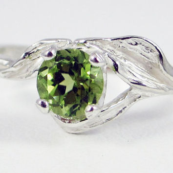 925 Peridot Leaf Ring Sterling Silver