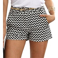 2020 autumn new women's casual black and white wave striped mid-waist shorts skirt