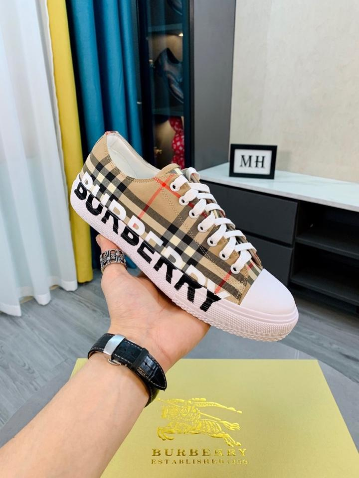 Image of BURBERRY2021 Men Fashion Boots fashionable Casual leather Breathable Sneakers Running Shoes07020yph