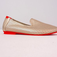 Adam Tucker AT Collection NWOB Gold Perforated Loafers Red Trim Shoes Size 7.5