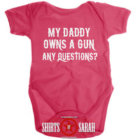 Funny Daddy Owns Gun Baby Bodysuit Police Daughter Baby Onesuit Creeper Baby Girls Body Suit