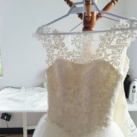 Vintage White Ivory Lace Tulle Princess Wedding Dress Bridal Gown Lace Flower Applique Prom Ball Gown Floor Length Dress