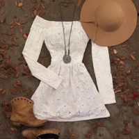 word off-the-shoulder long-sleeved hollow out the dress