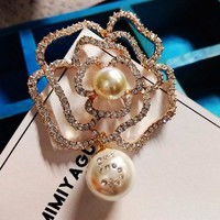 Camellia  Luxury Brand jewlery  style flowers Lapel Pins No 5 pearls Brooches flower Broche Broach Jewelry for Women