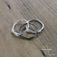 3 Stackable rings: 2x in white sterling silver and 1x in black oxidized sterling silver, Collectible jewelry