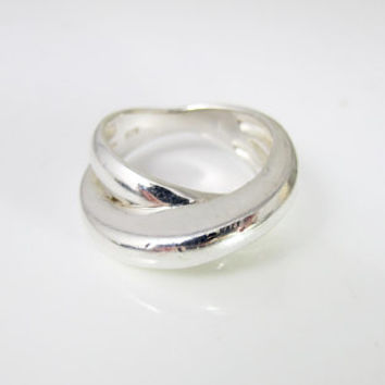 Sterling Silver Modernist Ring. Double Crossover Criss Cross Band Ring. Size 8 Ring. Modernist Sterling Jewelry.